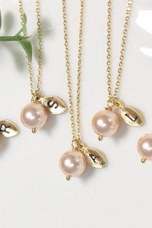 Bridesmaid gifts - Set of 10, 11, 12-Leaf initial, peach pearl necklace,Personalized necklace, Swarovski Pearl Charm , Bridesmaids Gift