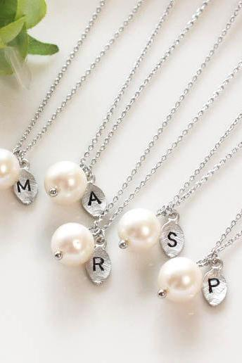 Bridesmaid gifts - Set of 7 -Leaf initial, pearl pendant necklace,Personalized necklace, Freshwater pearl, Swarovski pearl
