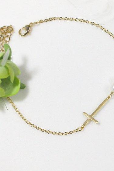 Sideways cross with pearl bracelet in gold, Swarovski Pearl