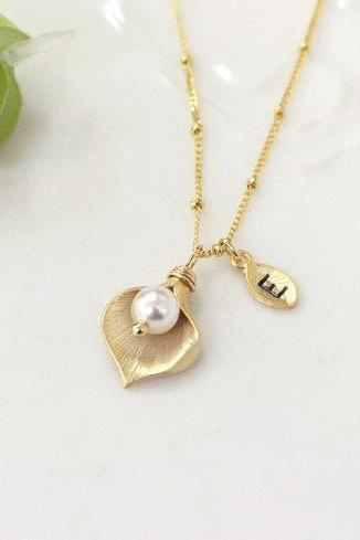 Initial necklace, Leaf initial, Gold Calla lily flower necklace, Swarovski Pearl, Bridesmaid gifts,dew drop necklace, Dainty Beaded Chain