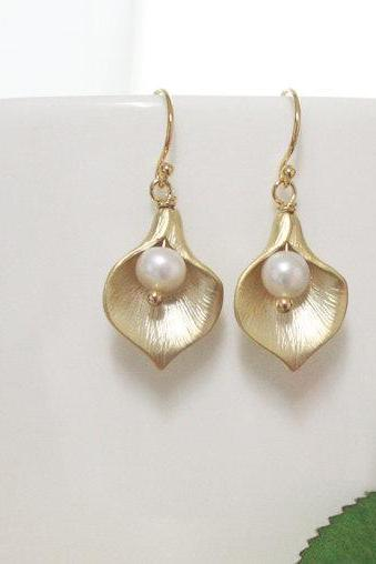Bridesmaid gifts - Set of 4- Calla Lily Earring, Swarovski Pearl, Bridesmaid gifts, wedding earrings