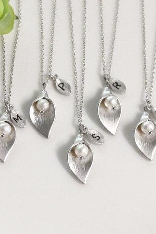 Bridesmaid gifts - Set of 10 -Leaf initial, Calla lily flower necklace,Initial necklace,Swarovski Pearl